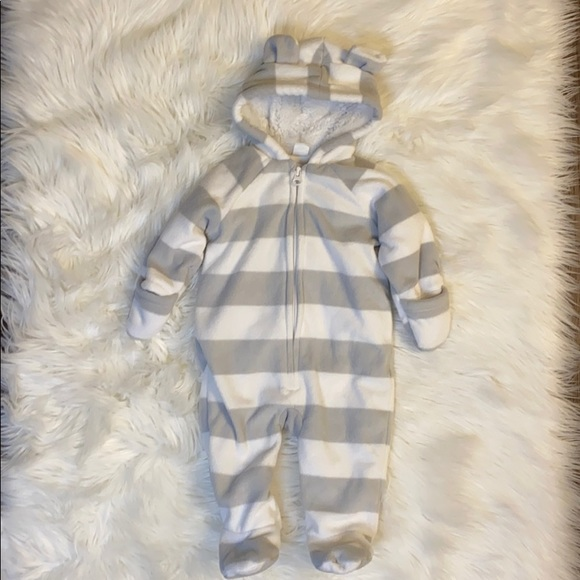 Old Navy baby baby bunting suit - size 3-6 months
